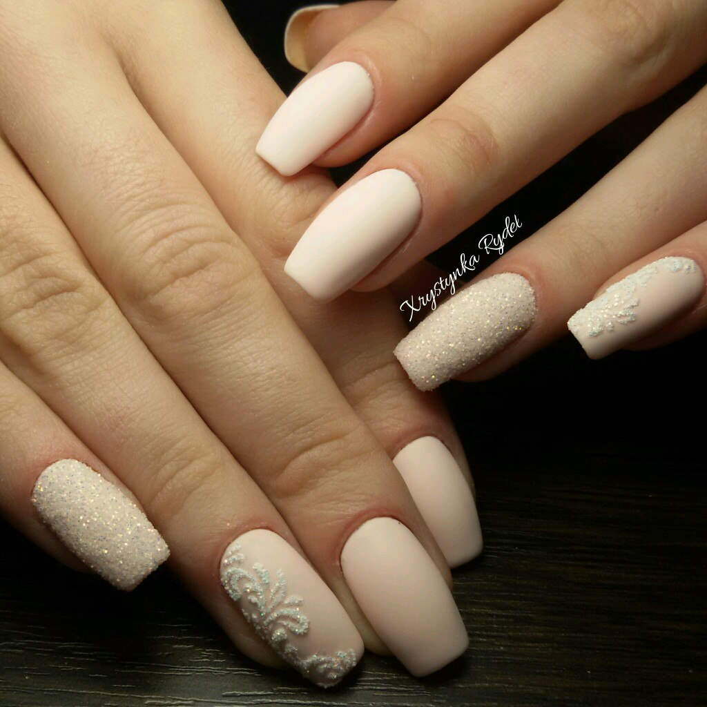 Белый маникюр на длинных ногтях