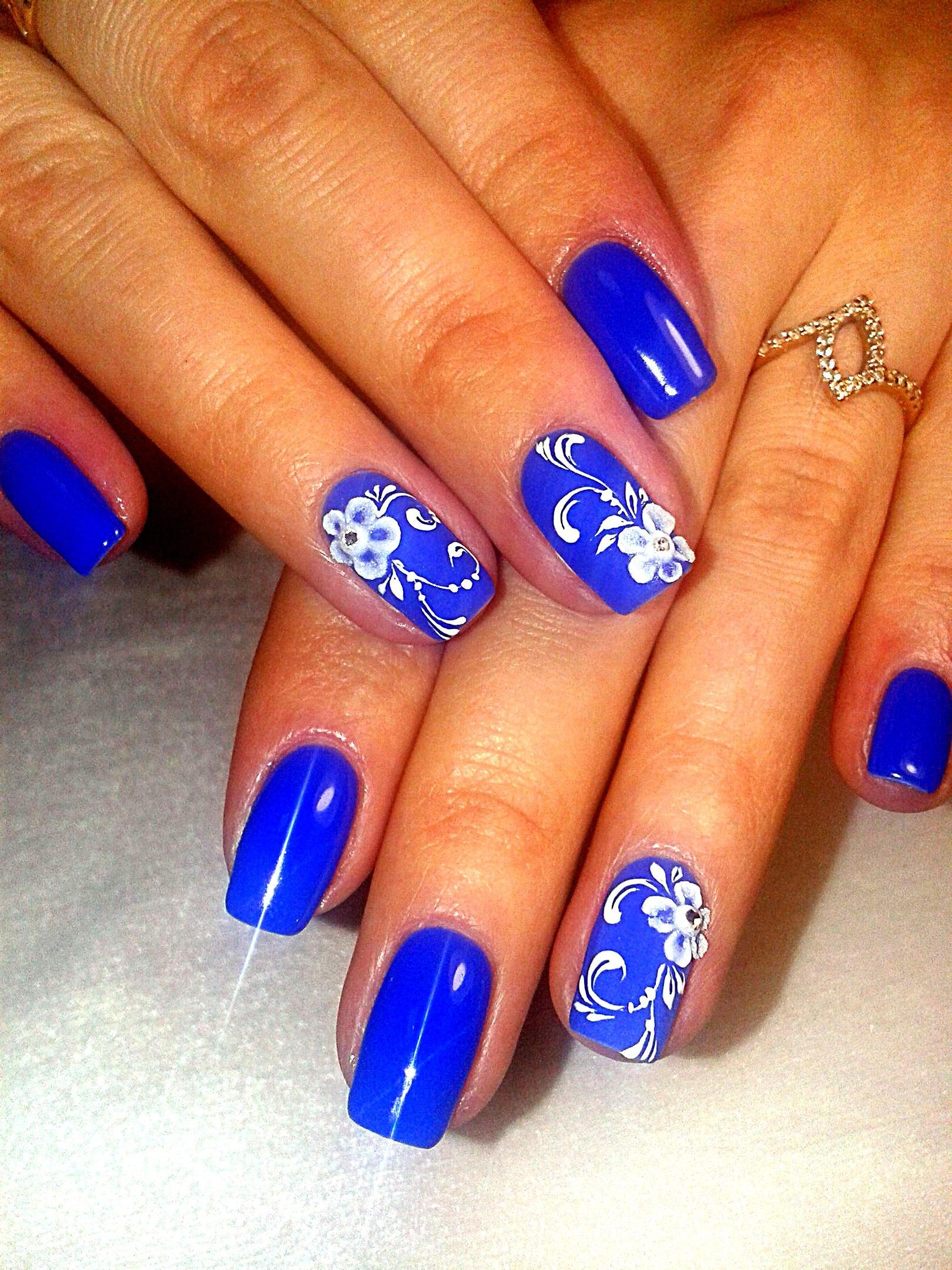 Дизайн ногтей к синему платью