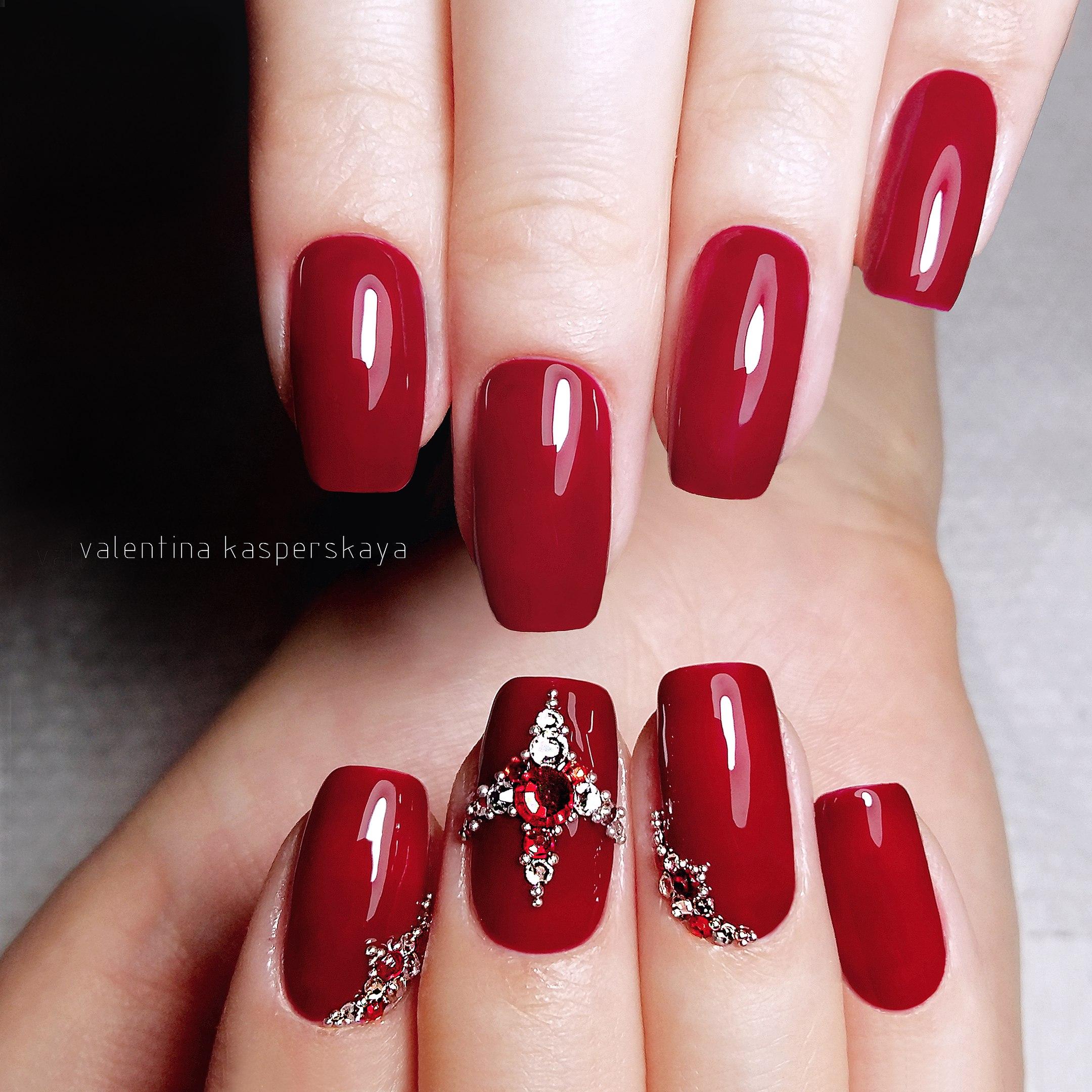 Бордовые красные ногти