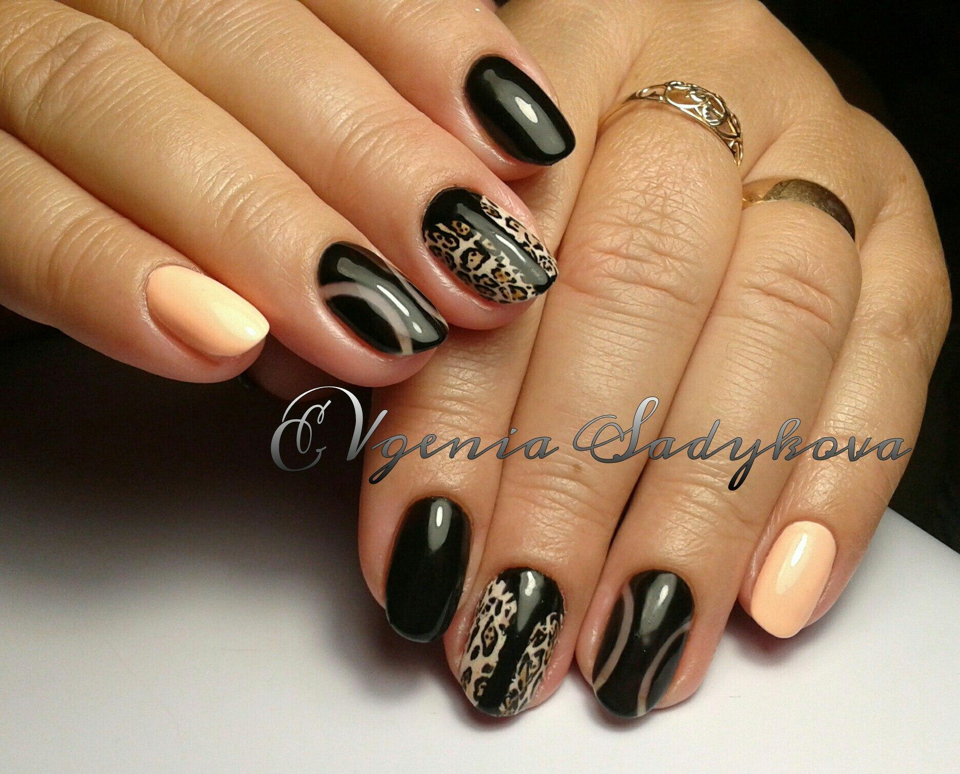Персиково черный дизайн ногтей фото
