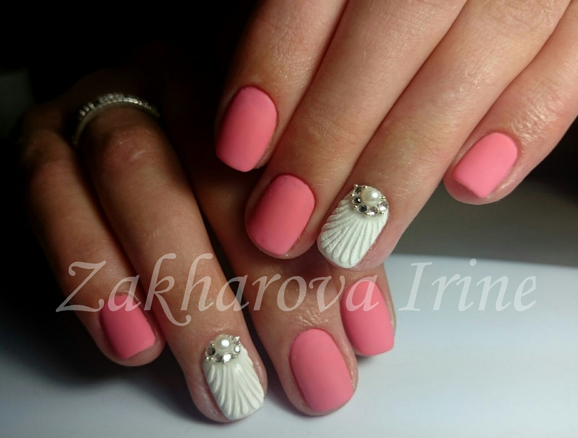 Дизайн «Ракушки» на ногтях гель-лаком 84