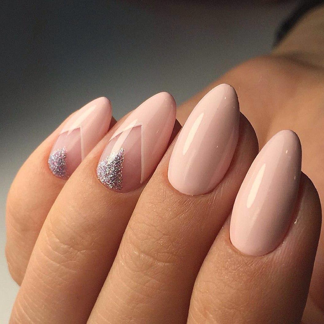 Маникюр нежный на острых ногтях
