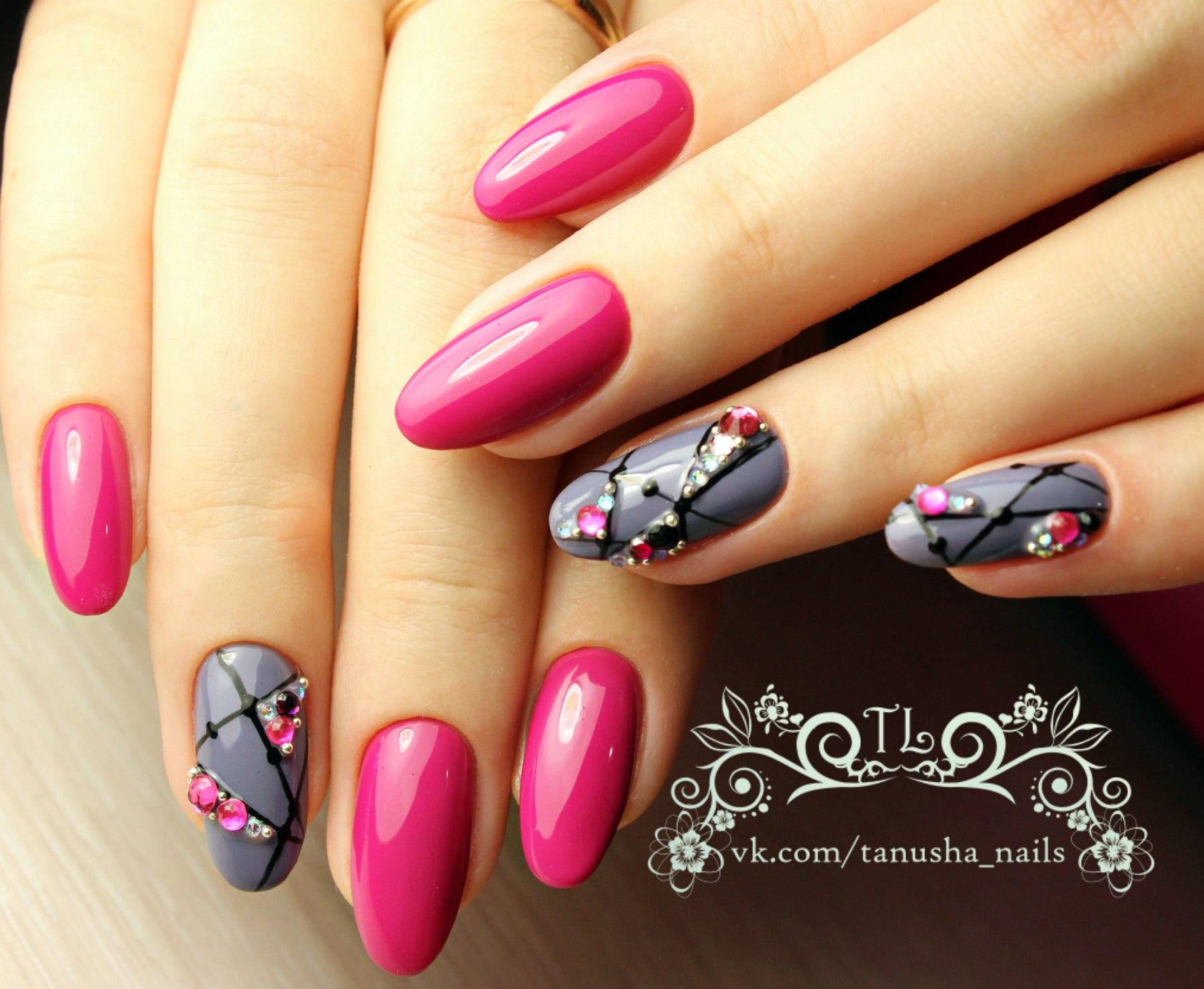 Однотонный дизайн ногтей с рисунком