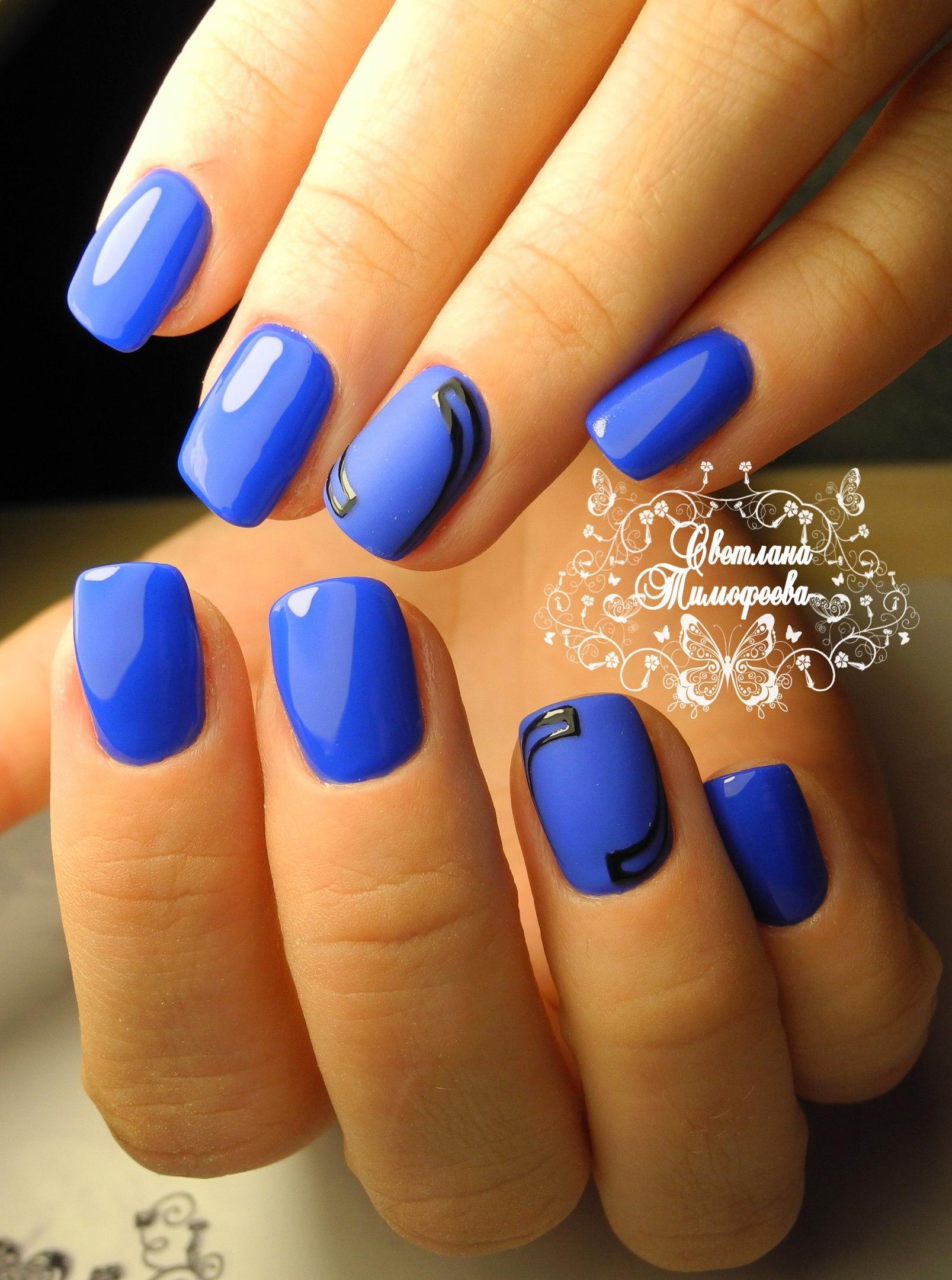 Матовый синий на ногтях