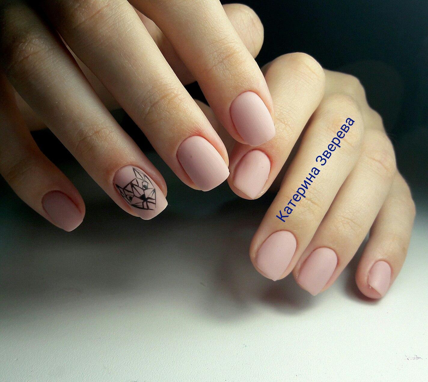 Нежный матовый маникюр на коротких ногтях