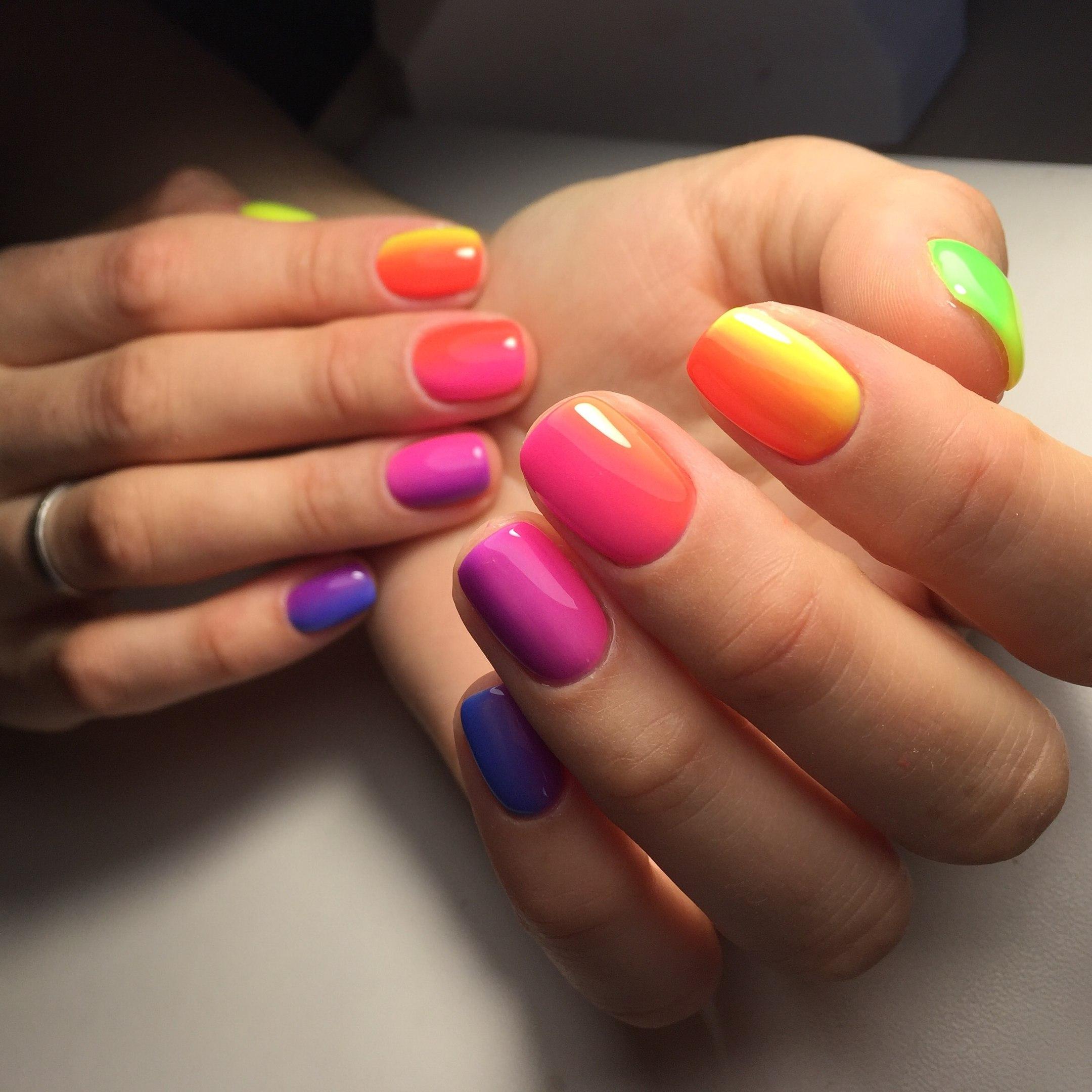 Разноцветный маникюр фото работ мастеров