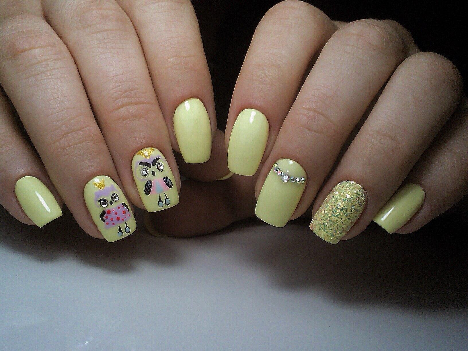 Ногти в желтом цвете фото