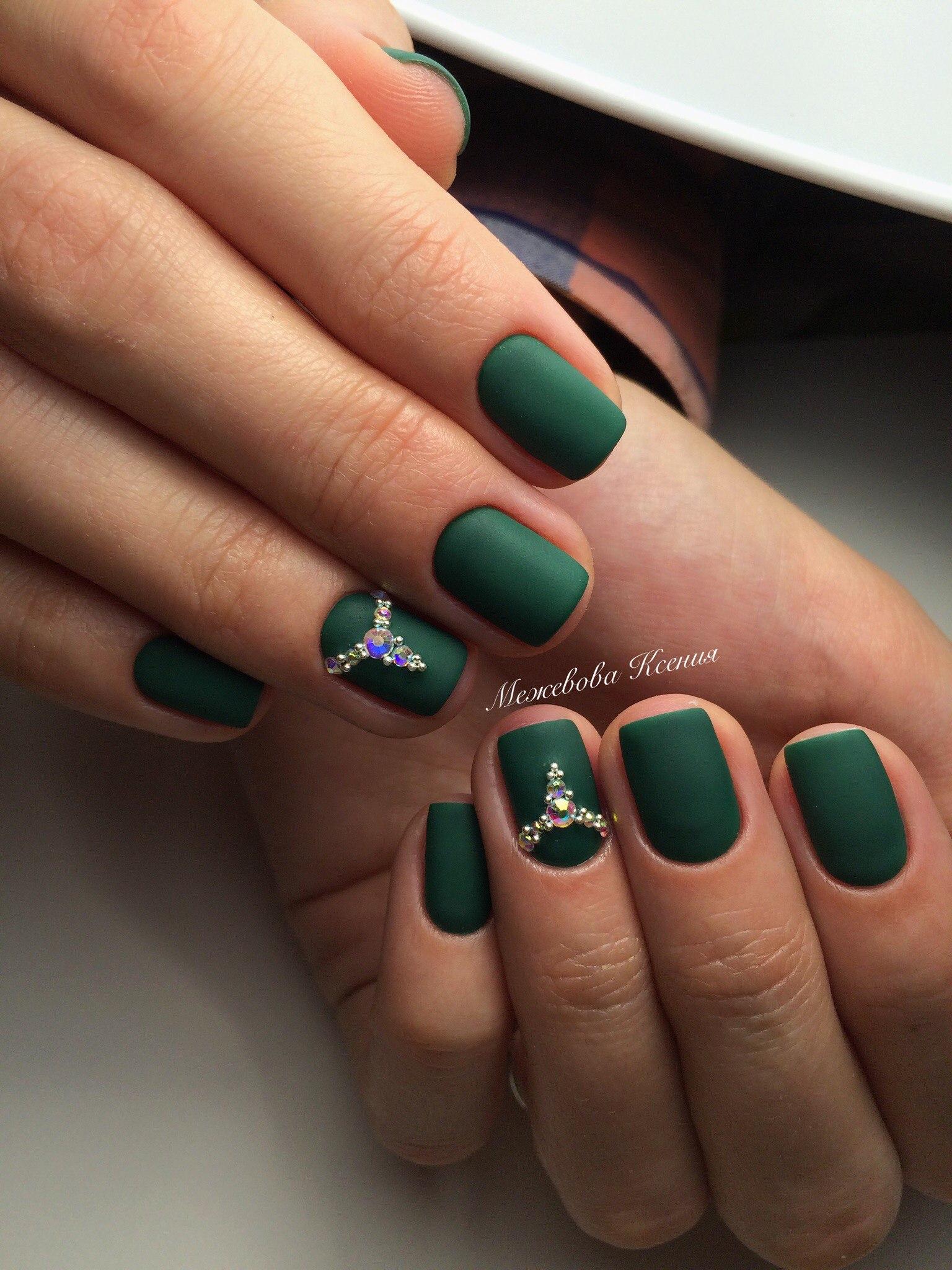 Маникюр с зелёным гель лаком фото