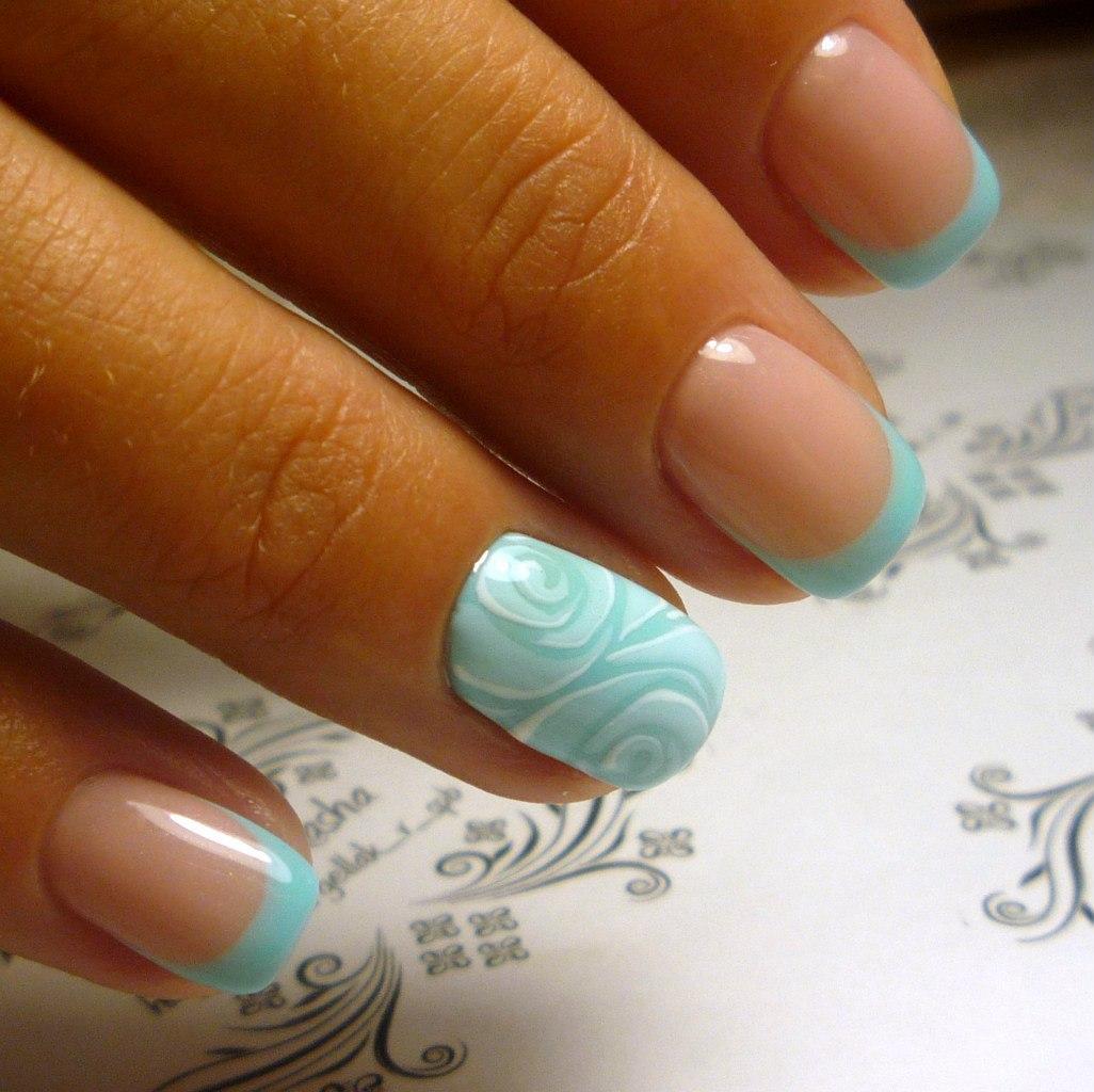 Ногти в нежно голубом цвете фото