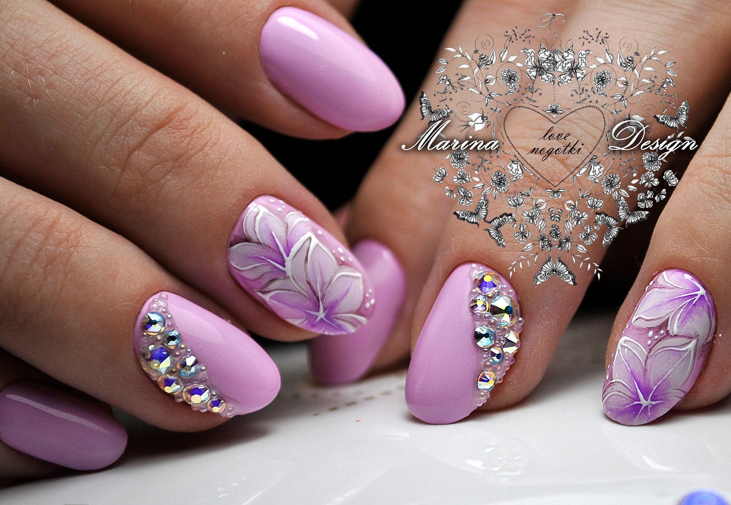 Дизайн ногтей со стразами и рисунками