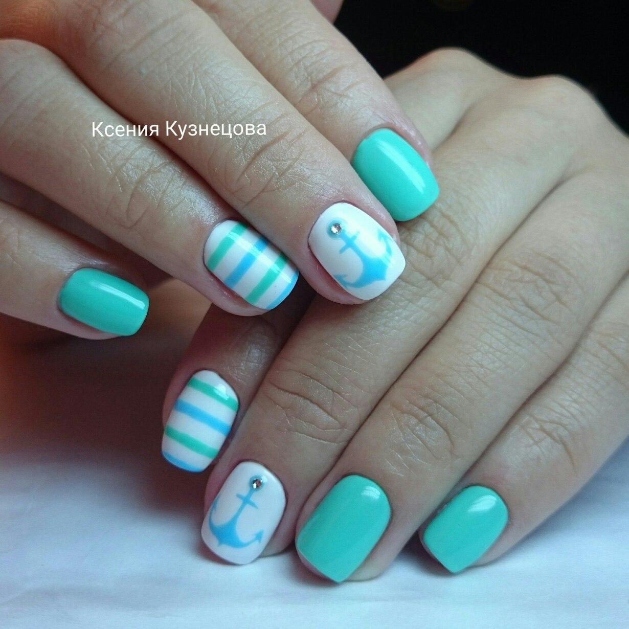 Бирюзовый маникюр гель лаком на короткие ногти фото