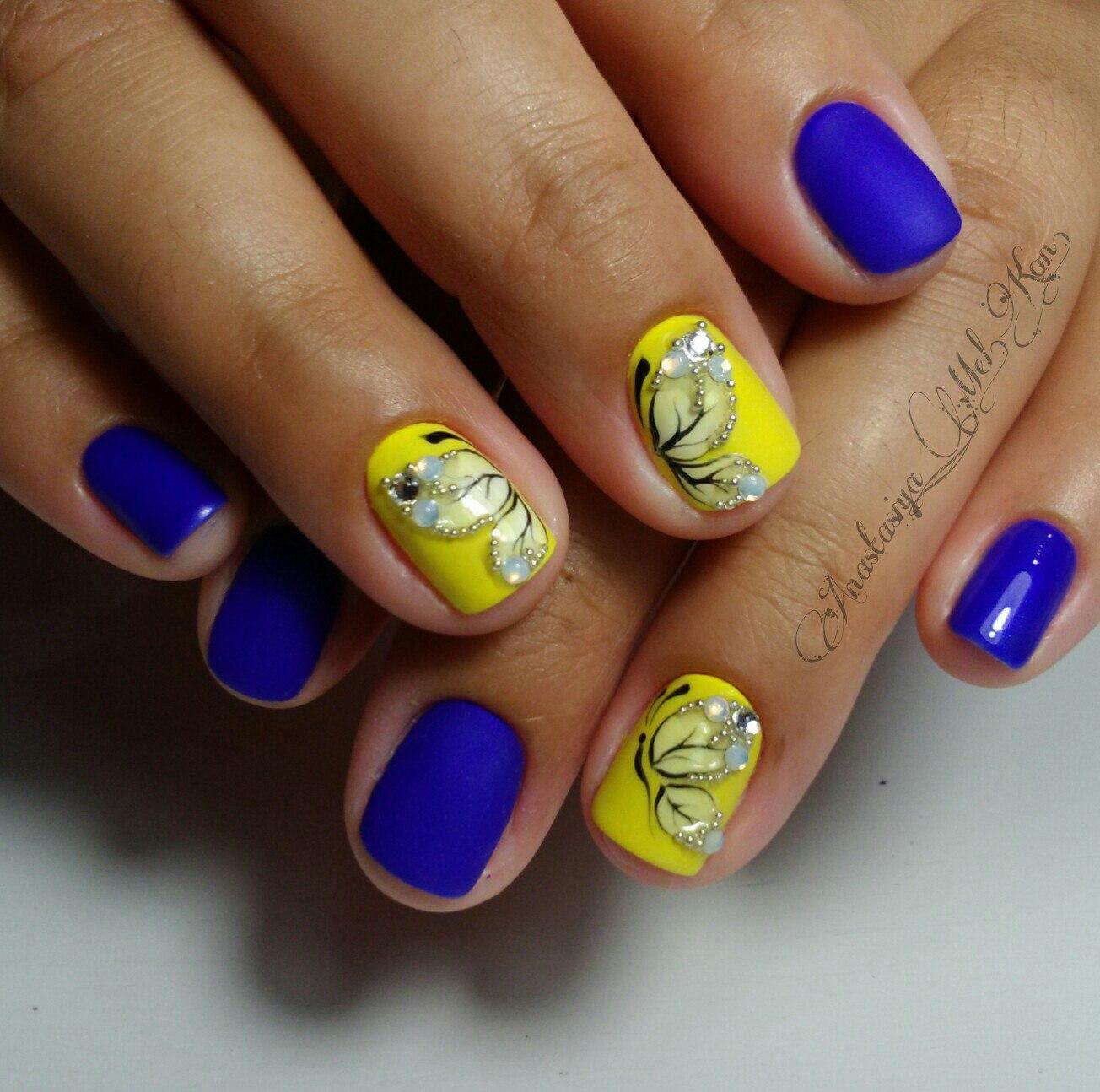 Летний маникюр желтый голубой