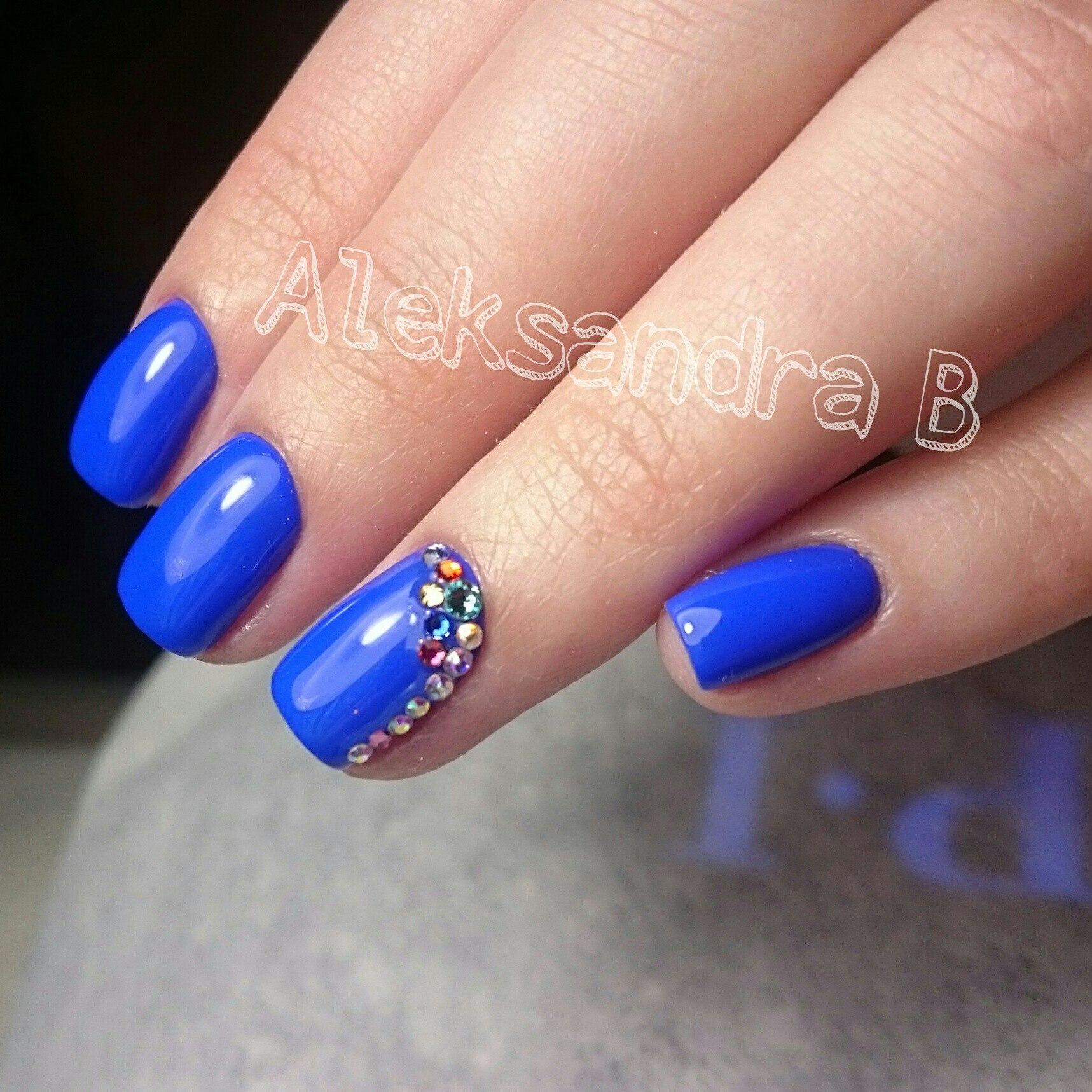 Маникюр на короткие ногти фото в синем цвете