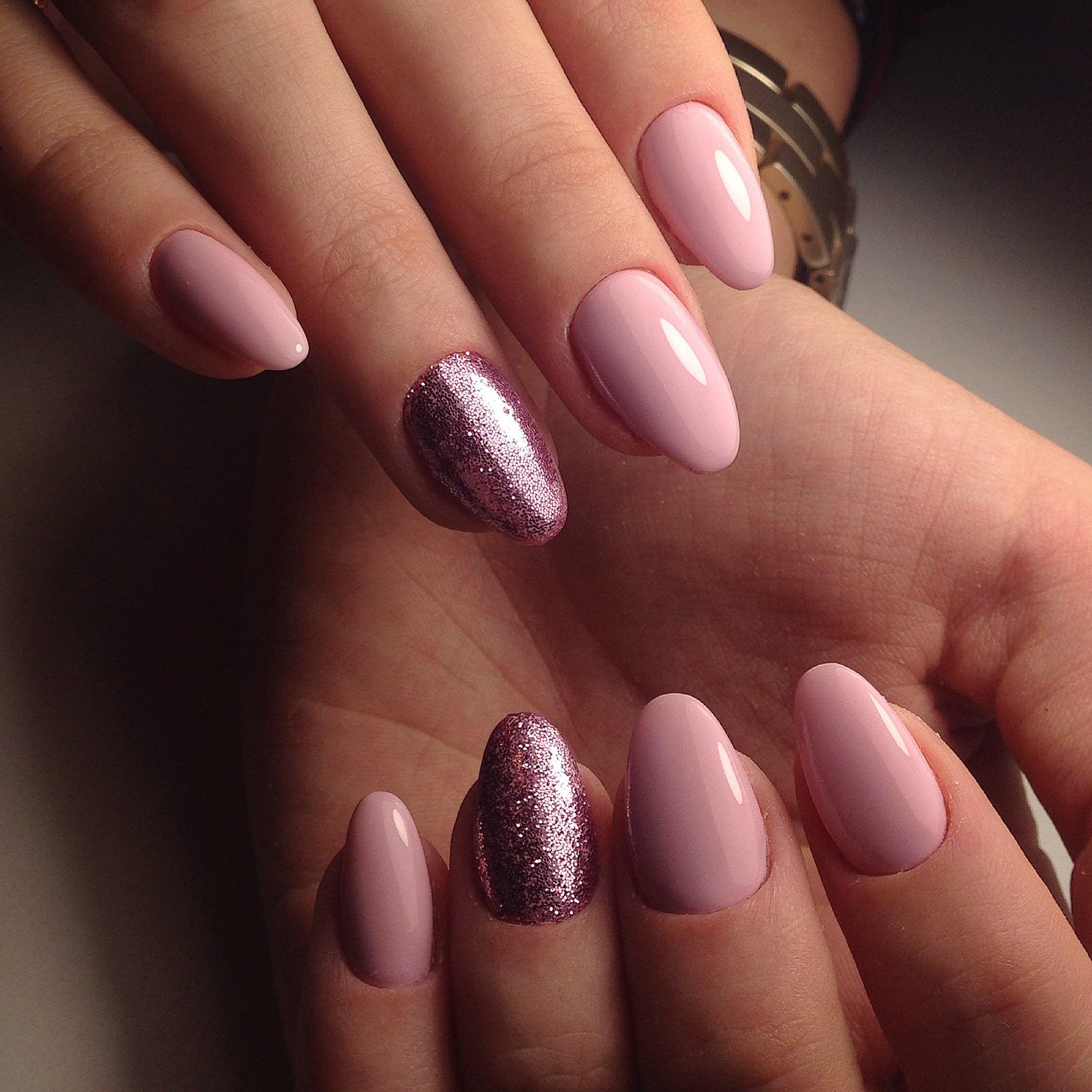Маникюр розовый с золотым и серебряным