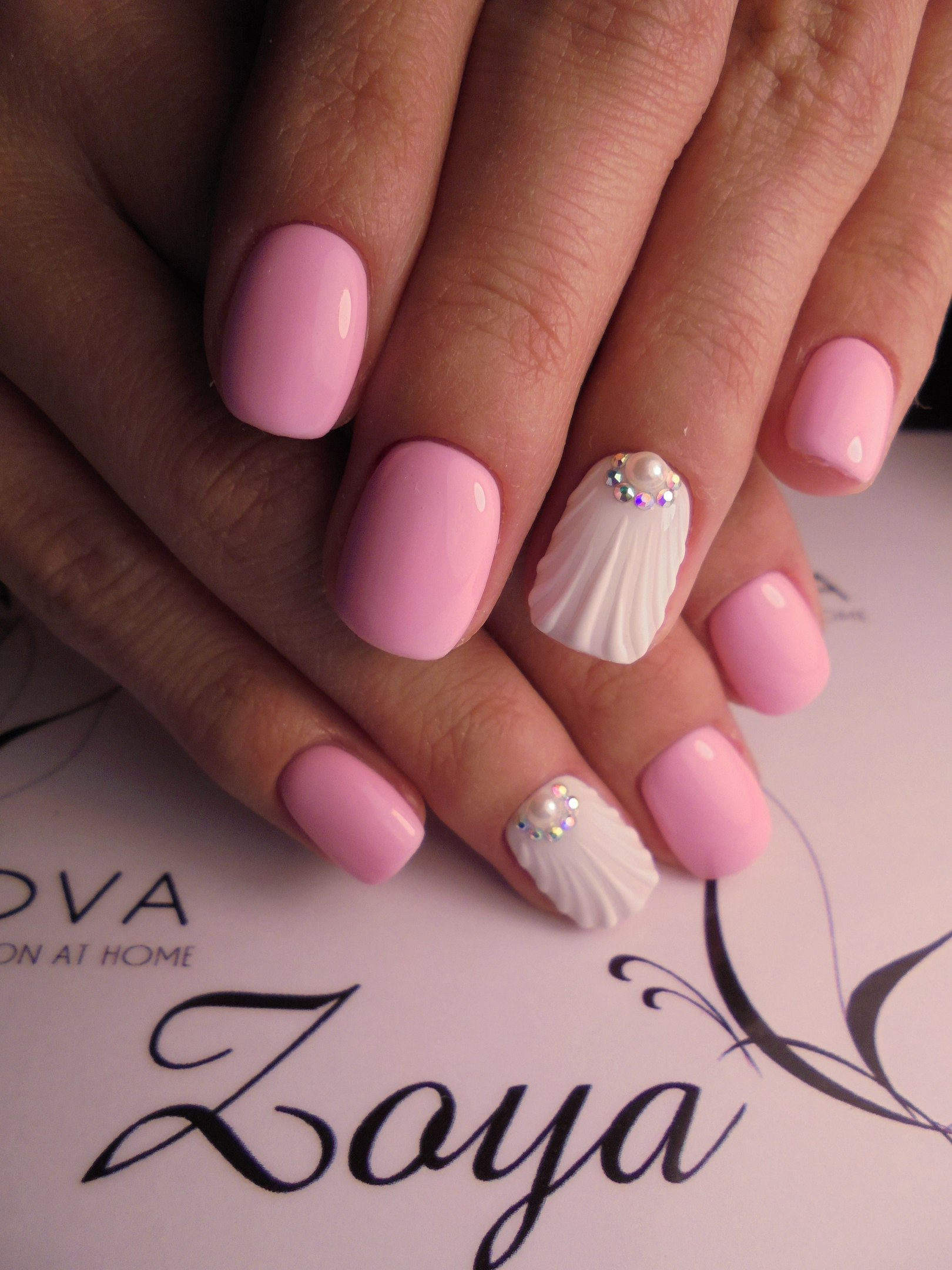 Фото маникюра розового с белым