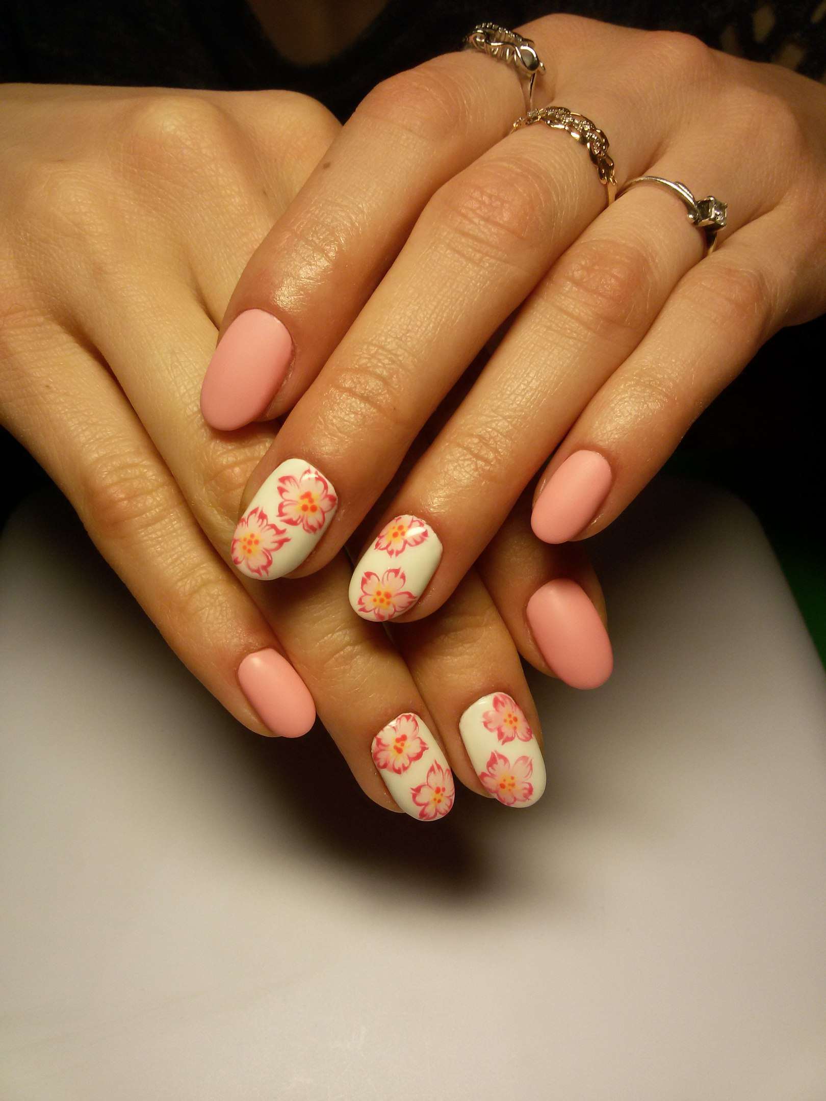 Рисуем на овальных ногтях фото