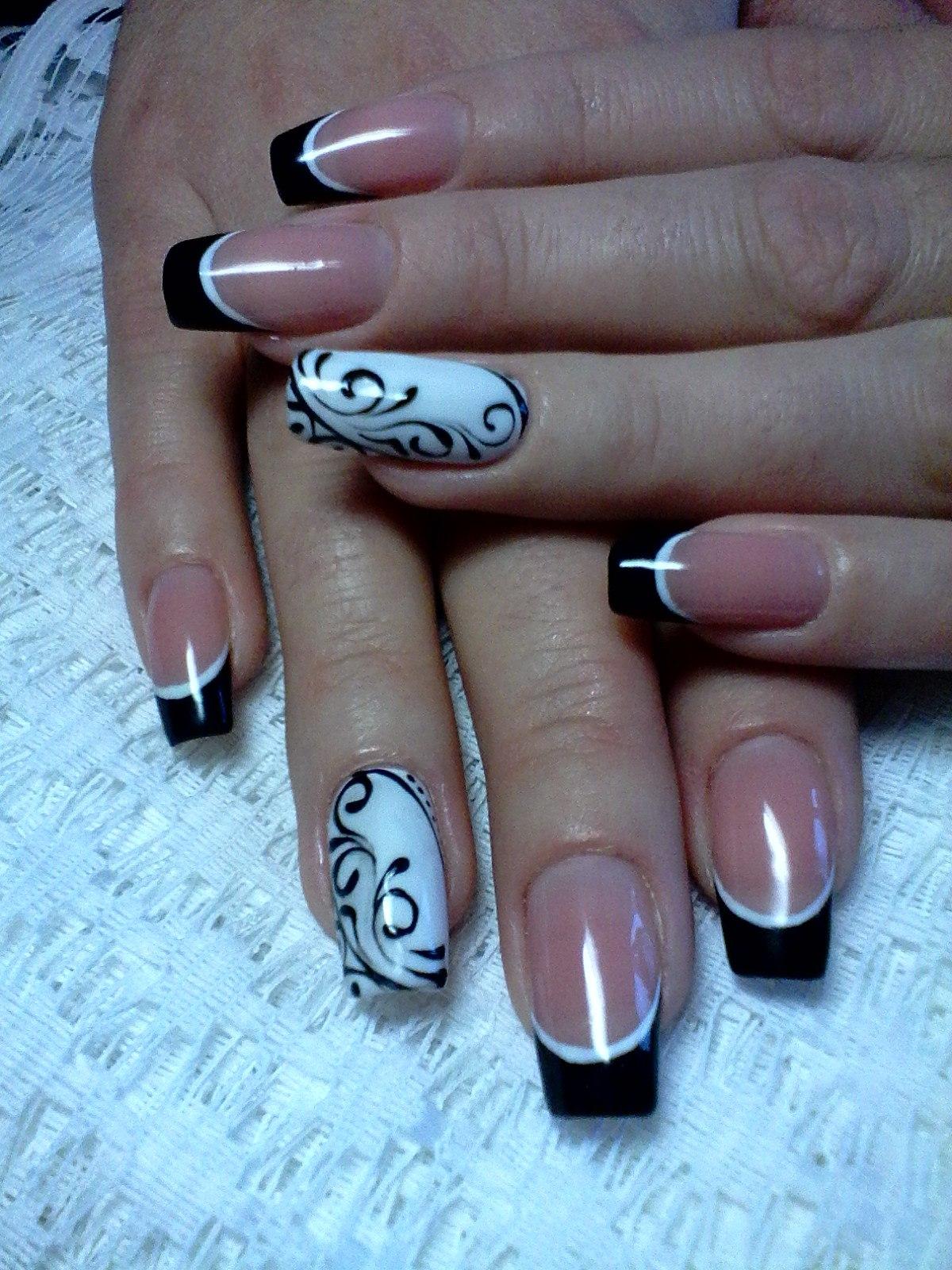 Французский маникюр и роспись на ногтях 18