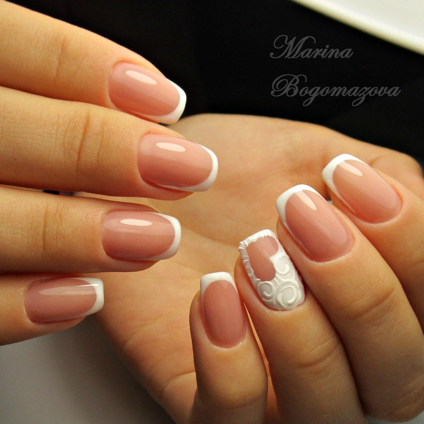 Классический белый френч на ногтях с рисунком