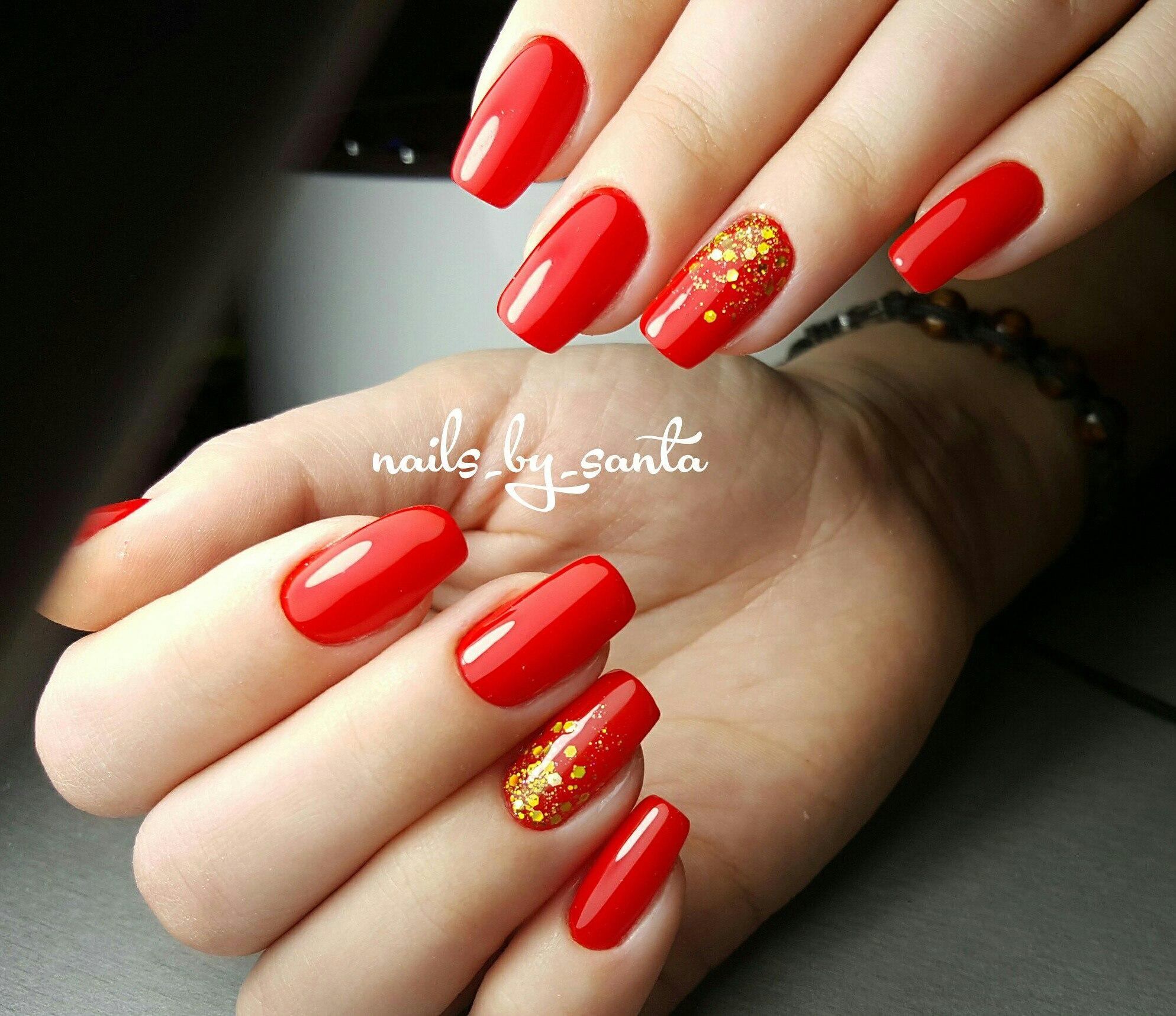 Фото красного маникюра на нарощенных ногтях
