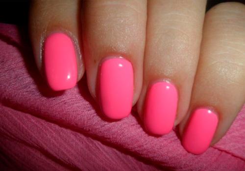 Ярко-розовый маникюр гель лаком фото