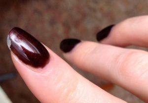 Причины, почему гель лак не держится на ногтях?