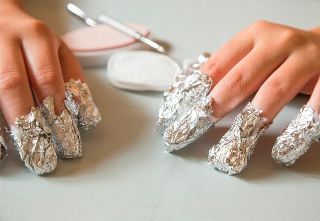 Чем снять гель лак с ногтей в домашних условиях?