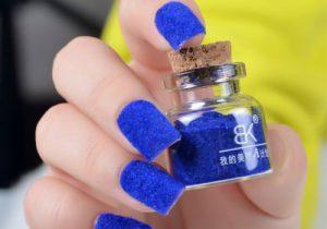 Синий бархатный песок на ногтях