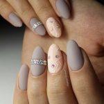 Серый маникюр: 50 фото идей красивого дизайна ногтей + новинки